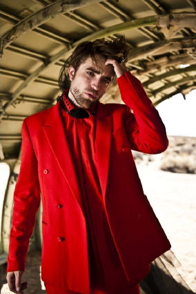 Novos outtakes do photoshoot de Robert Pattinson para a revista L'Uomo Vogue
