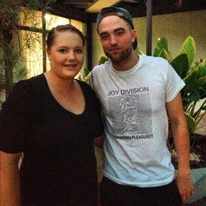 Fã posta foto ao lado de Robert Pattinson hoje, na Austrália
