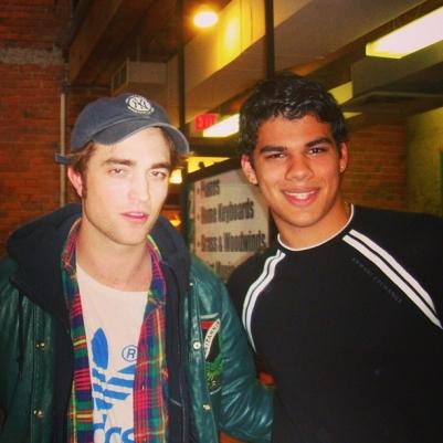 Nova/Antiga foto de Rob com um fã em Vancouver e Los Angeles
