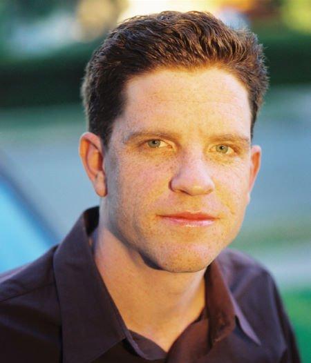 Dylan Kussman, roteirista de Misson: Blacklist, fala sobre Robert e o filme