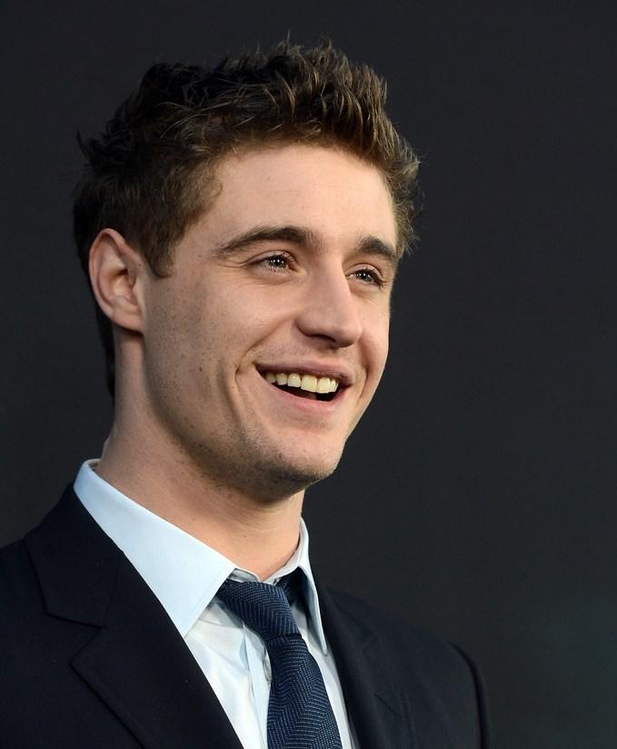 Max Iron fala sobre a constante comparação entre ele e o Robert Pattinson