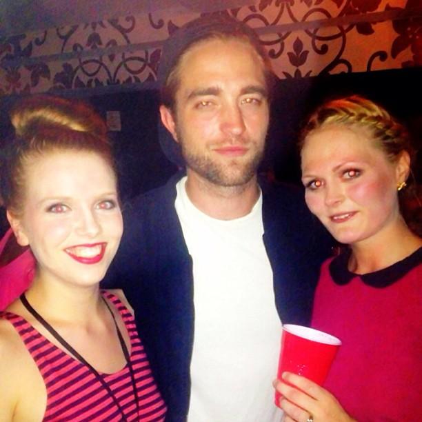 Novas fotos de Robert com fãs no show da Bjork ontem