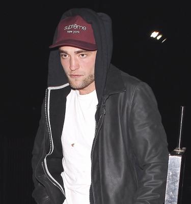 Fotos de Robert Pattinson deixando o show de Justin Timberlake e Jay-Z em LA