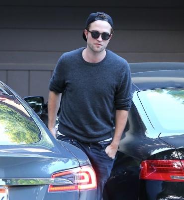 Robert Pattinson é flagrado vestindo Dior Homme e Balenciaga