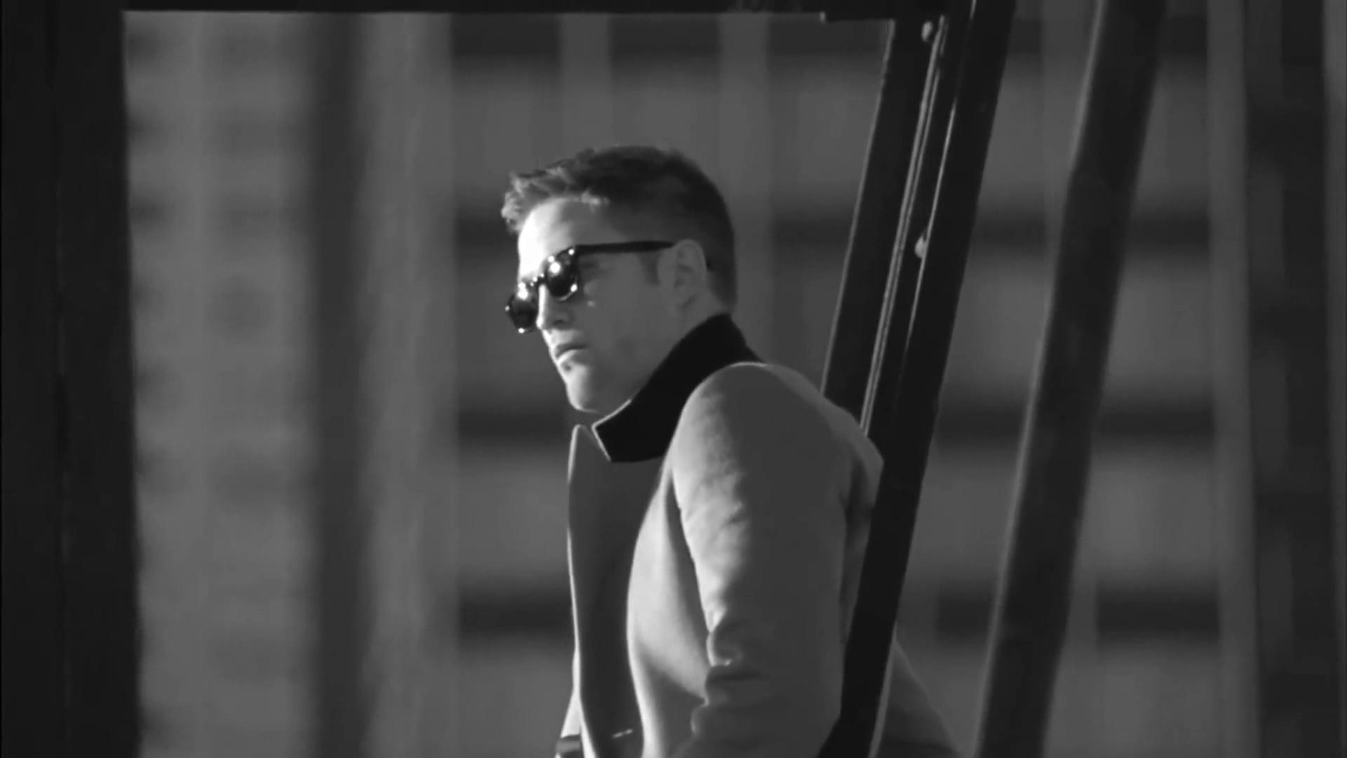 Dior libera prévias do comercial de Robert Pattinson para campanha publicitária