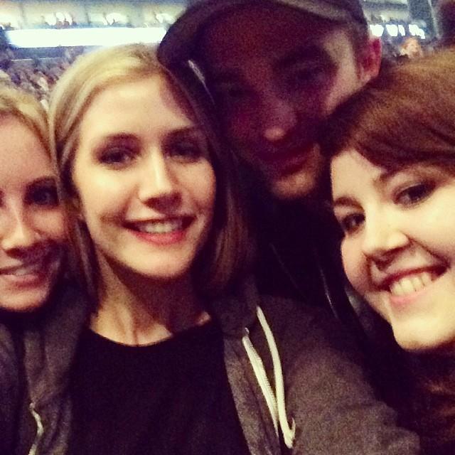 Fotos de Robert com fãs no show da Katy Perry em Londres dia 27/05