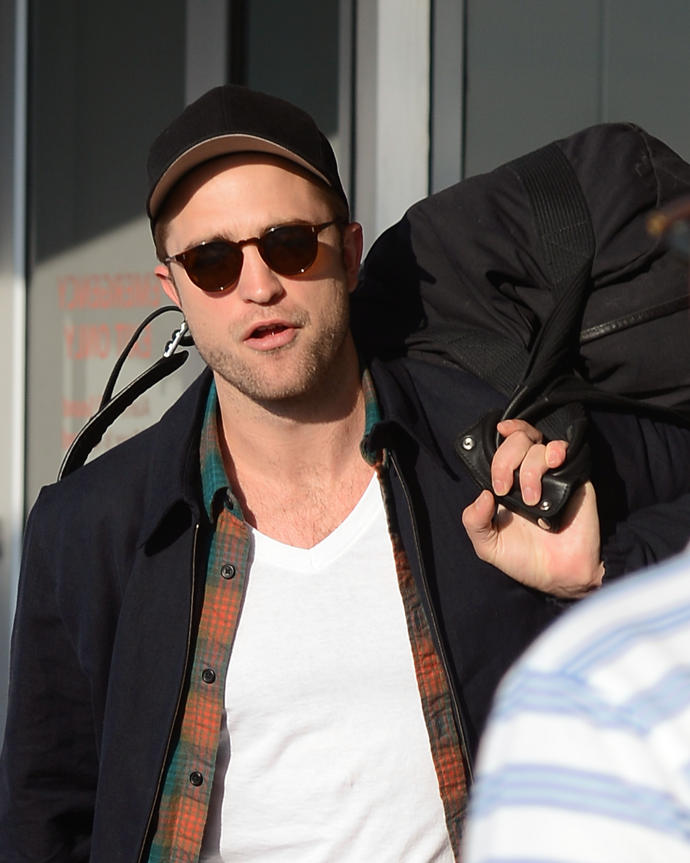 Fotos de Robert Pattinson no aeroporto JFK
