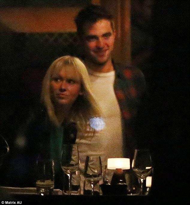 Fotos de Rob jantando em um restaurante em Sydney na Austrália
