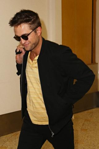 Fotos de Robert Pattinson chegando em Sydney na Austrália hoje!