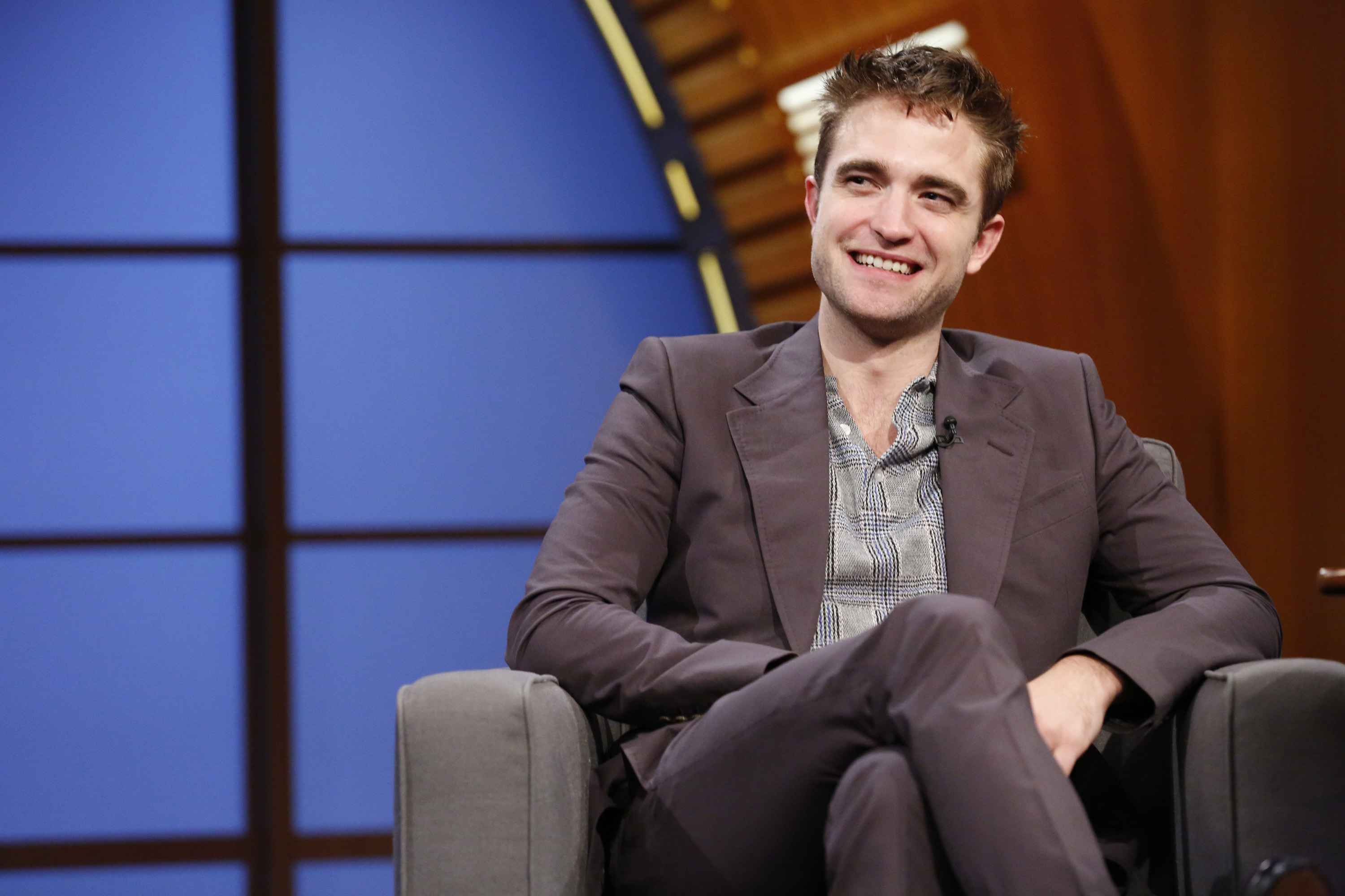 Fotos de Robert Pattinson em entrevistas em programas de TV