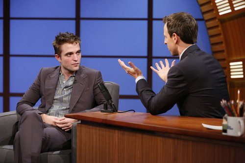 Assista legendado: Robert no programa Late Night with Seth Meyers