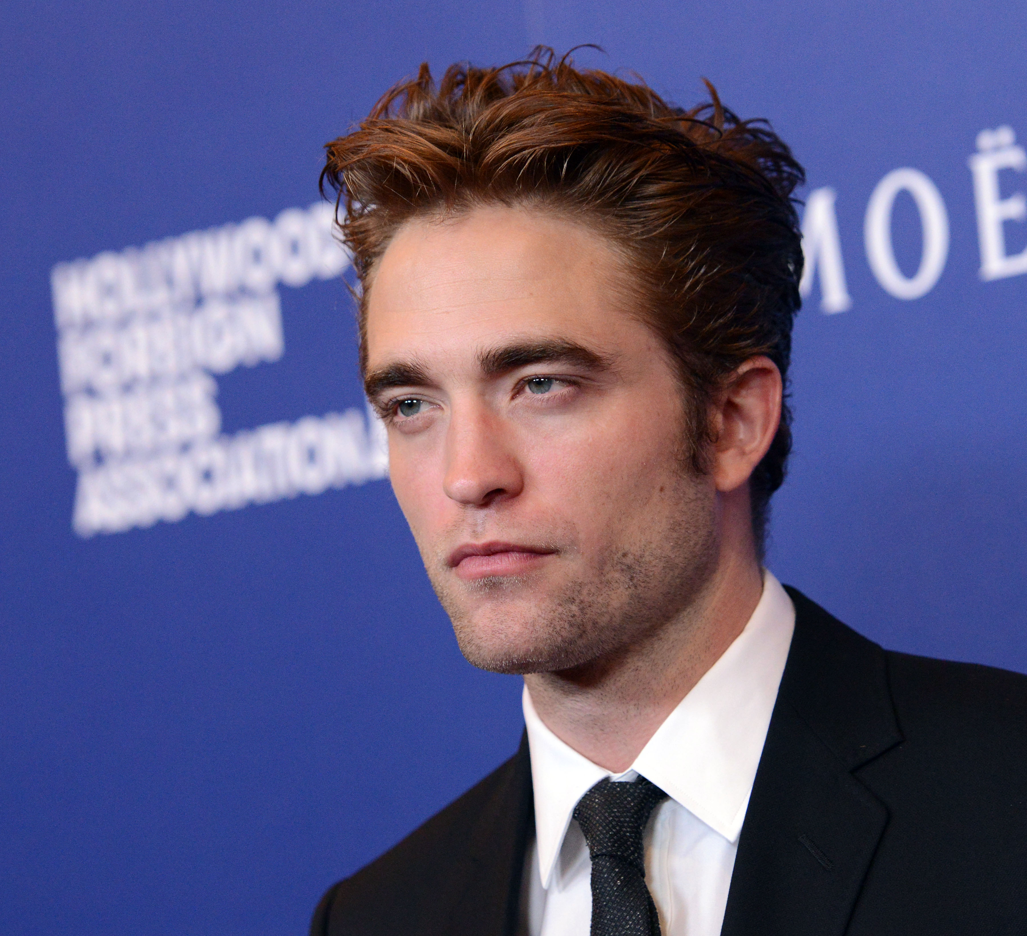Fotos de Robert Pattinson no 'HFPAs Grants Banquet'