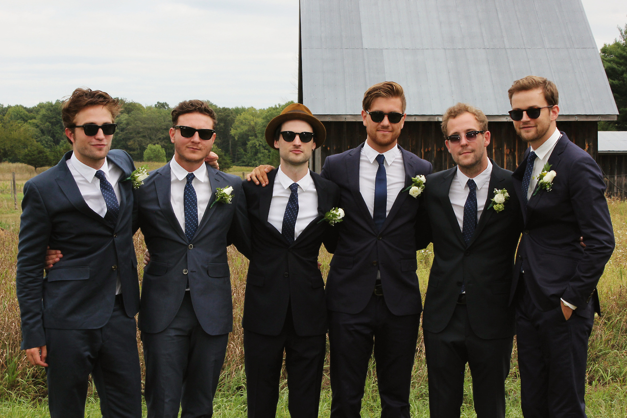 Novas fotos de Robert Pattinson no casamento de Bobby Long