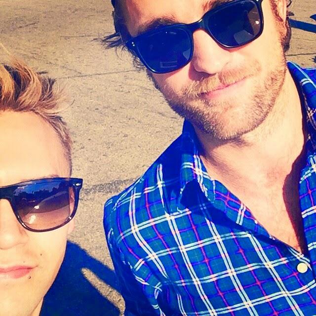 Nova/Velha foto de Robert com fã em LA (27/10)