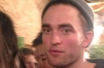 Fotos de Robert e amigos em festa de ano novo em Londres (31/12)