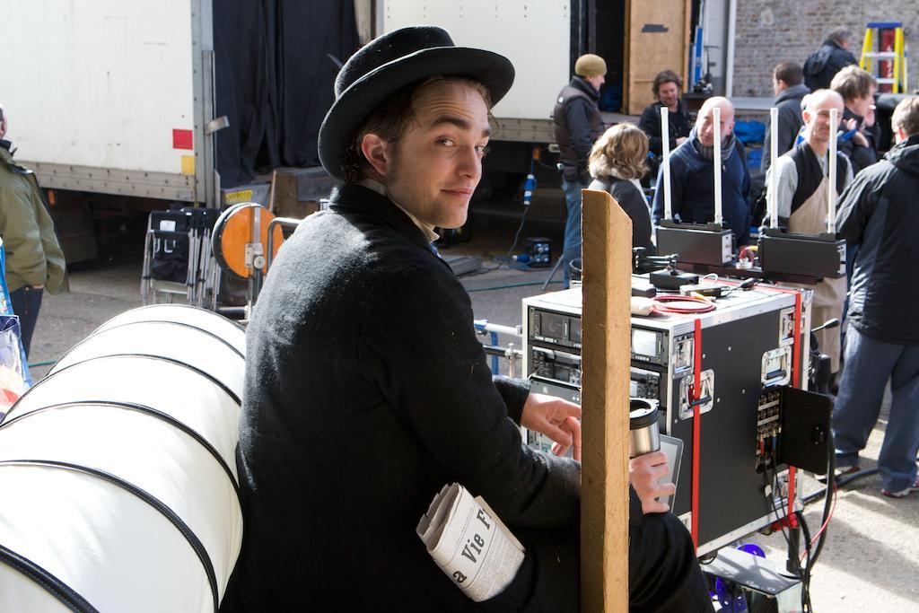 Nova foto de Robert nos bastidores de Bel Ami