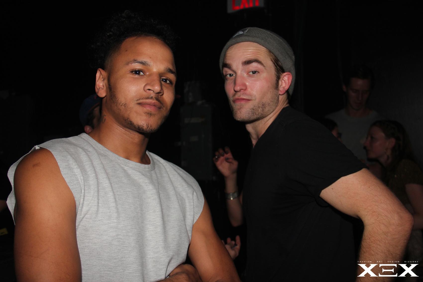 Fotos de Robert Pattinson no show de FKA Twigs em Nova York (19/05)