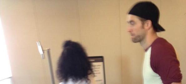 Fotos de Robert no aeroporto de Nova York e Los Angeles