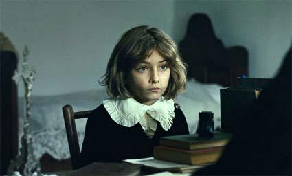 Nova Imagem + novas informações sobre The Childhood Of A Leader no site do Venice Film Festival