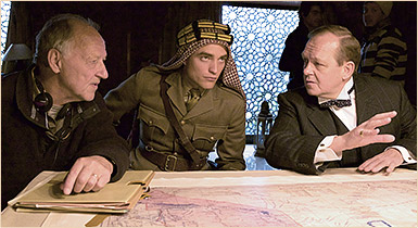 Nova foto de Robert nos bastidores de Queen Of The Desert