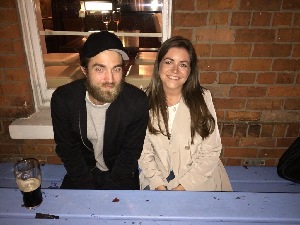 Fotos de Robert com fãs em Belfast e Londres