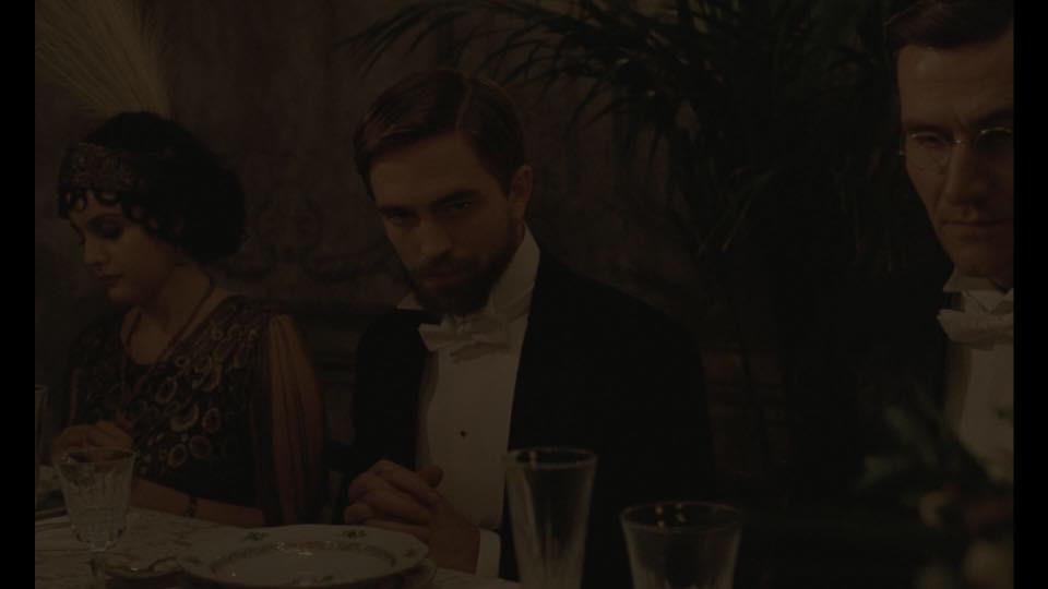 Novos stills de Robert em The Childhood Of A Leader