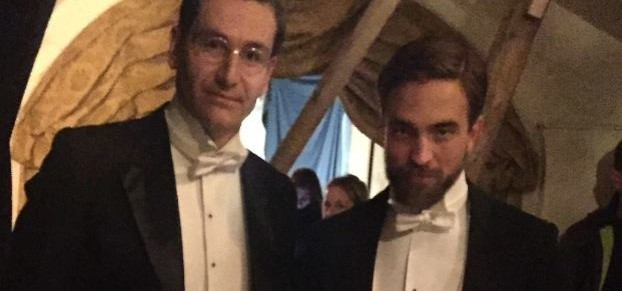 Nova foto de Robert nos bastidores de The Childhood Of A Leader