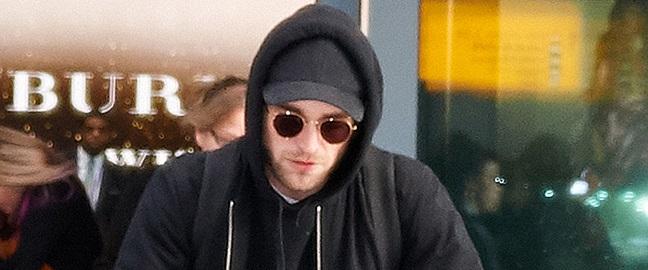 FOTOS: Robert chegando em Londres com FKA Twigs