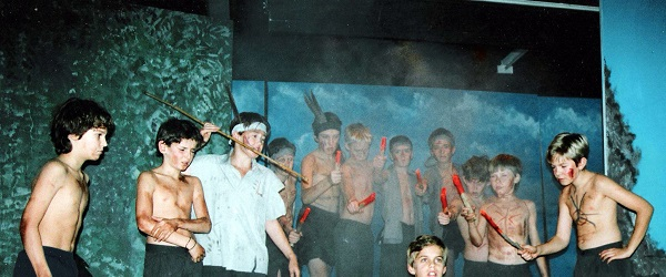 FOTO: Robert Pattinson em peça escolar 'Lord of the Flies'