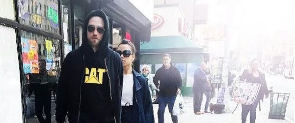 FOTOS: Robert Pattinson andando por Nova York com FKA Twigs (12/03)