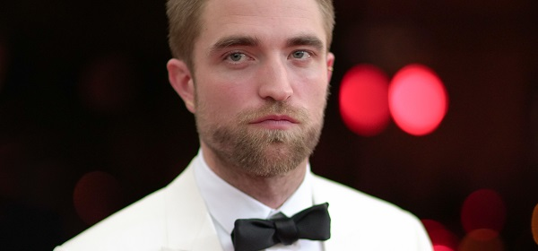 FOTOS & VÍDEOS: Robert Pattinson comparece ao MET Gala 2016