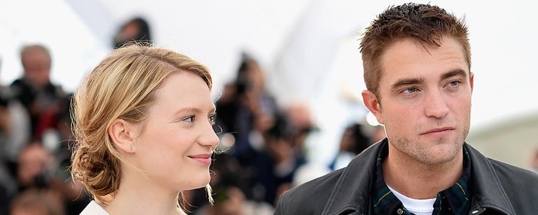 Damsel está listado como 'filmando' e na página do Robert Pattinson no IMDb