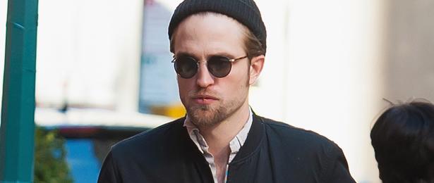 Fotos de Robert Pattinson andando pelas ruas de Nova York