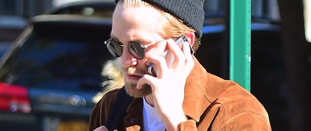 Robert Pattinson é visto pelas ruas de Nova York
