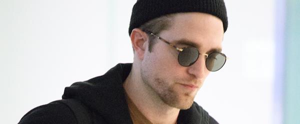 Fotos de Robert Pattinson no aeroporto Hearthow em Londres (16/12)