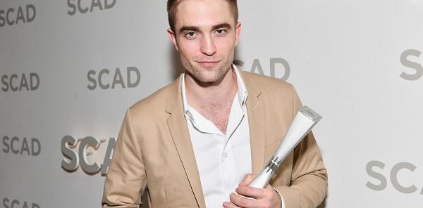 Robert recebe o prêmio Maverick no Savannah Film Festival, confira!