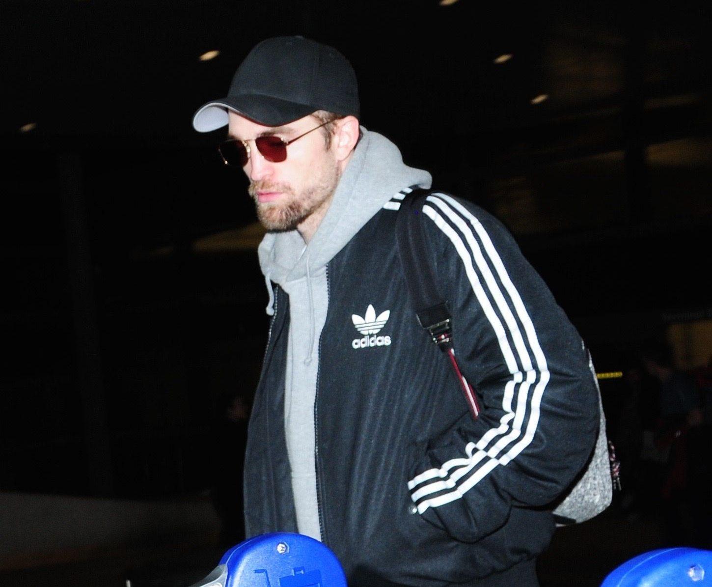 FOTOS: Robert Pattinson desembarcando em Los Angeles