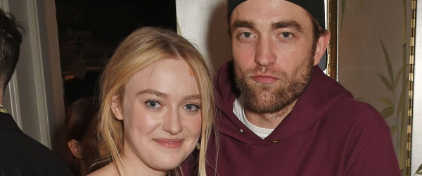 Robert Pattinson comparece no mesmo jantar que Dakota Fanning e Tom Sturridge (19/02)