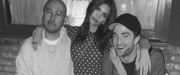 Ben Baller compartilha foto em rede social com Robert Pattinson e Emily Ratajkowski em um restaurante em Los Angeles
