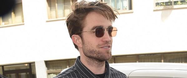 FOTOS: Robert Pattinson saindo do escritório da Dior em Paris (22/06)