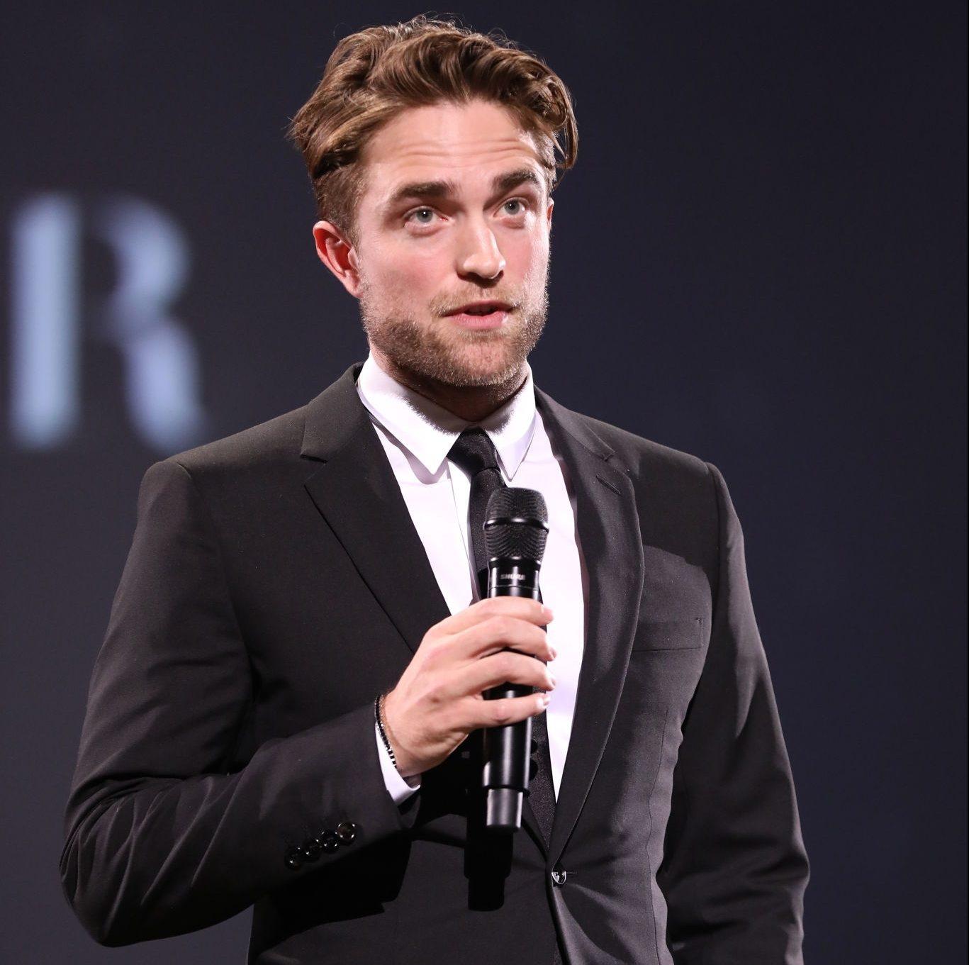Fotos de Robert Pattinson no Fashion Awards