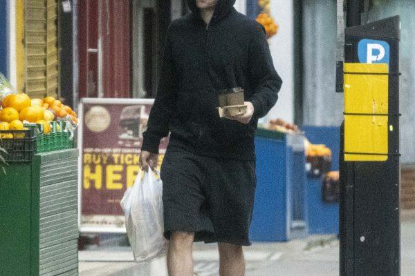 Novas fotos de Robert Pattinson em Londres