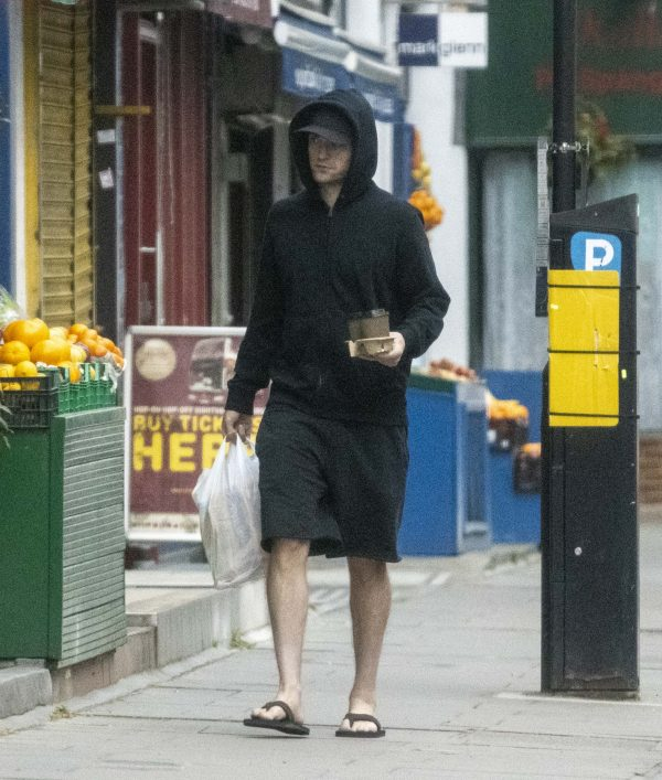 Novas fotos de Robert Pattinson em Londres