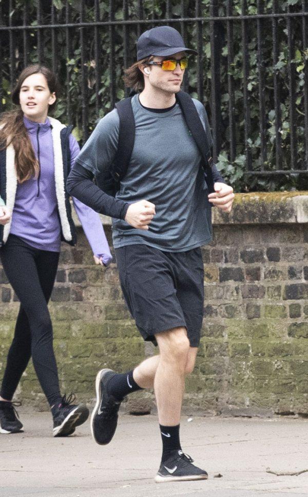 Novas fotos de Robert se exercitando em Londres