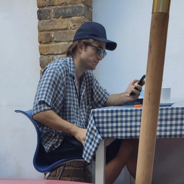 Robert foi visto ontem em Londres