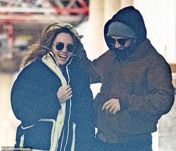 Robert Pattinson com Suki Waterhouse em Londres