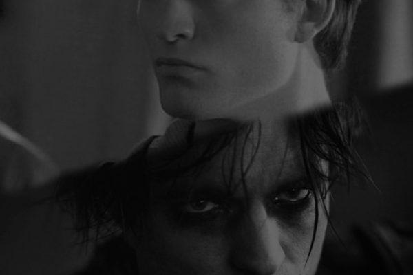 Robert Pattinson: de adolescente que parte corações a herói das artes