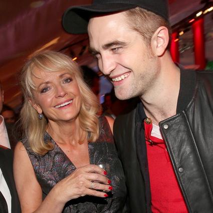 O Robert Pattinson Brasil deseja um feliz Dia das Mães!