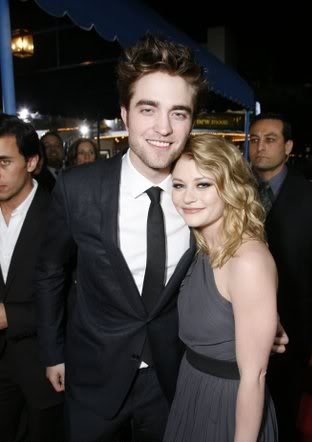 Emilie de Ravin fala sobre Robert Pattinson ao Popsugar
