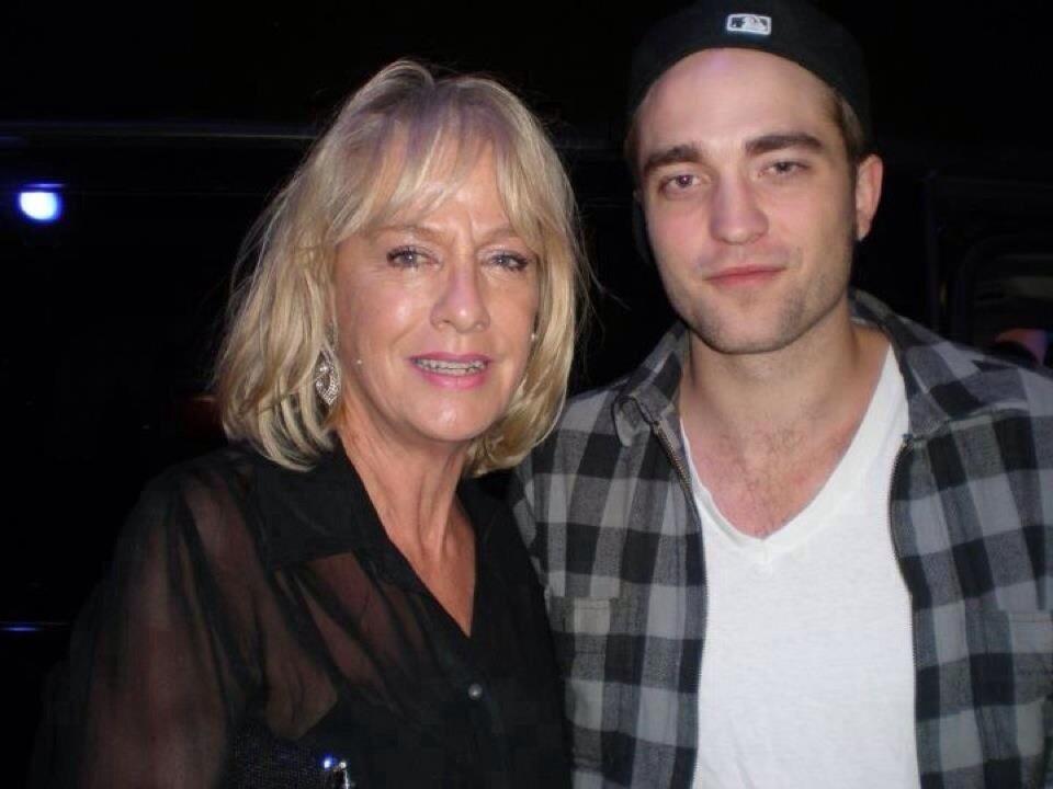 Antigas/novas fotos de Robert com fãs durante a divulgação de Amanhecer